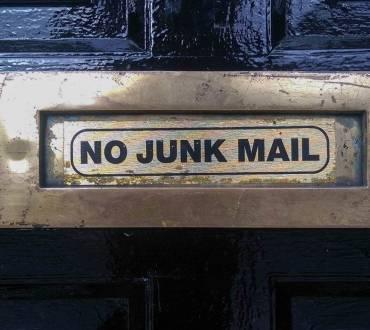 Kako prodati kar koli s serijo e-mailov?